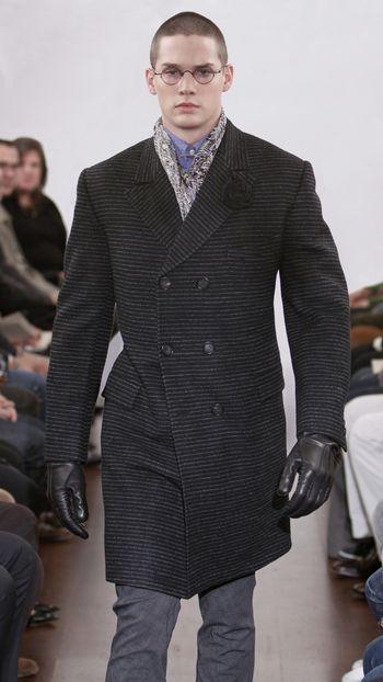Bodhi 2 in black velvet